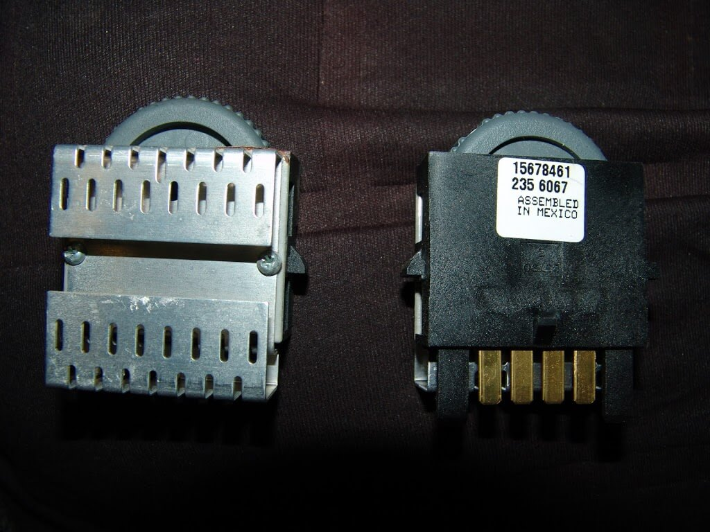 sparky s answers 1995 chevrolet s10 pickup no dash lights the switch uses two locking tabs to hold the switch in place you have to lift them a way from the switch to release the locks