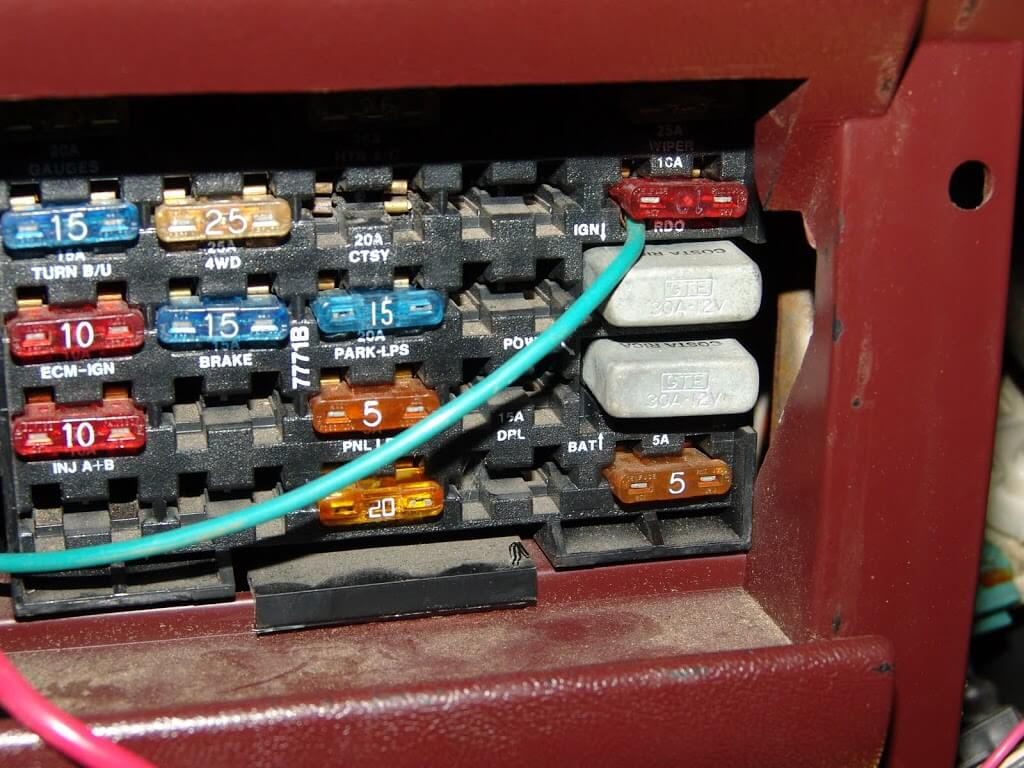 DSC05468 sparky's answers 1990 chevrolet k1500 pickup, multiple 1991 chevy 1500 fuse box location at gsmx.co
