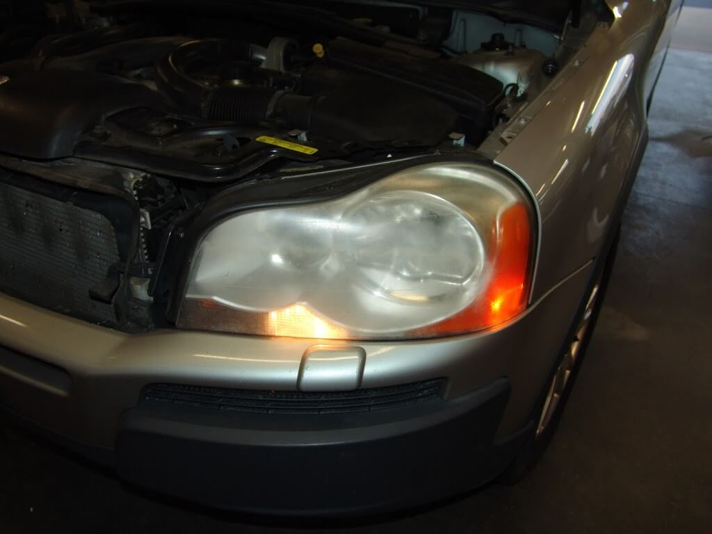 DSC07564 sparky's answers 2004 volvo xc90, changing a blown hid headlight 2004 Volvo XC90 Interior at cos-gaming.co