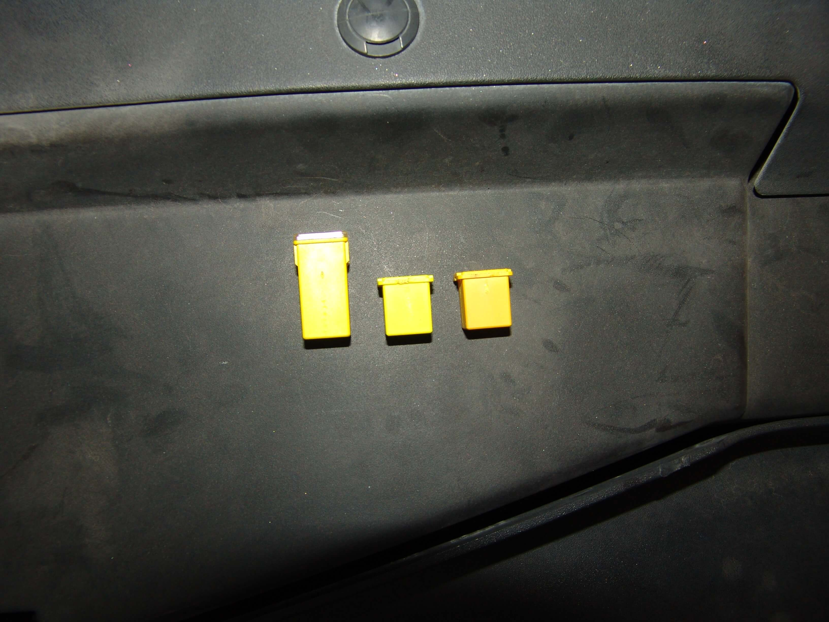 Sparkys Answers 2007 Chevrolet Tahoe Lt Lbec2 Fuse 75 Blows Dsm Box The Wiring Diagram Showed That There Was A Red Black Wire Connects Circuit To