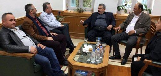 συνάντηση μεταναστών Αλβανών με τον Περιφερειάρχη