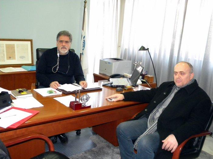 ο δήμαρχος Αγίου Νικολάου Αντώνης Ζερβός με τον αστυνομικό υποδιευθυντή Νίκο Χρυσάκη