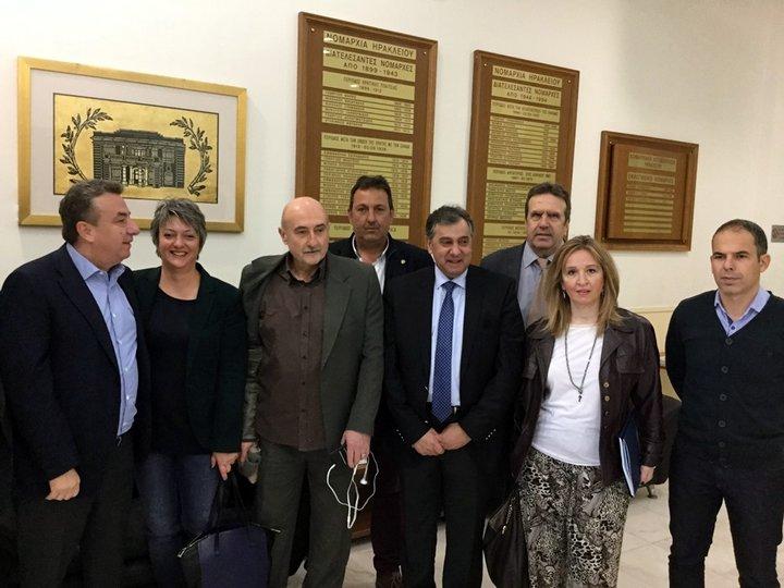 Περιφερειάρχης με πρόεδρο της ΕΣΕΕ, των εμπορικών συλλόγων Κρήτης,