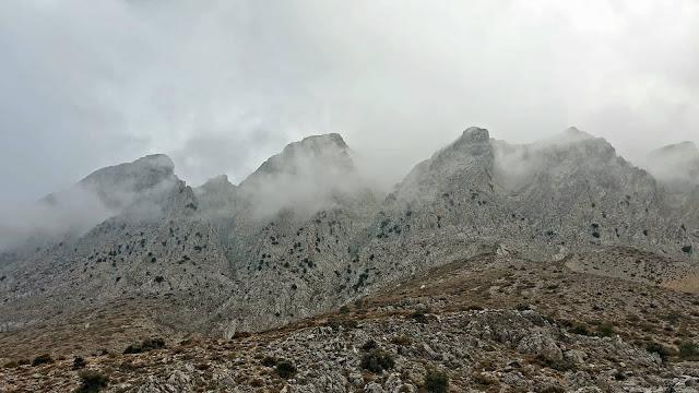 πεζοπορία στα Λασιθιώτικα βουνά .....