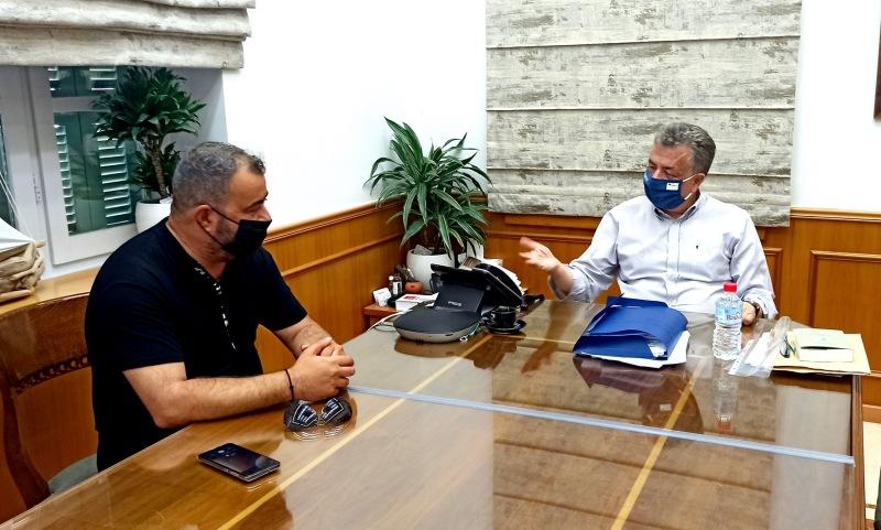 Τα θέματα των Ελλήνων Ρομά στην Κρήτη στη συνάντηση του Προέδρου του Παγκρήτιου συλλόγου με τον Περιφερειάρχη
