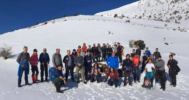 πεζοπορία στις χιονισμένες πλαγιές της Σελένα