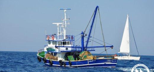 Τουρκικές Μηχανότρατες Αλιεύουν επί Μέρες στα Ελληνικά Νερά