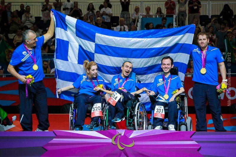 Ο Γρηγόρης Πολυχρονίδης σημαιοφόρος της ελληνικής ομάδας στην Βραζιλία