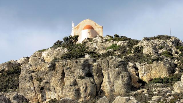 Πεζοπορία ανάμεσα σε παλιά βυζαντινά μοναστήρια