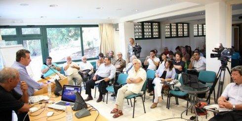 Αρναουτάκης, δημοσιογράφοι