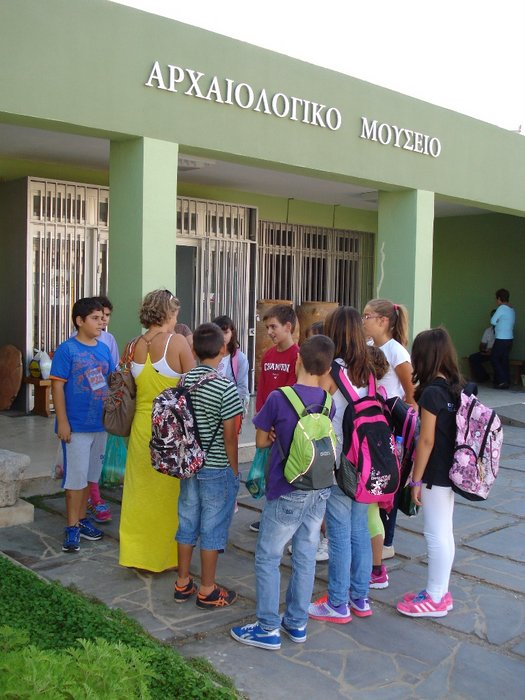 οι μαθητές στο Αρχαιολογικό Μουσείο Σητείας