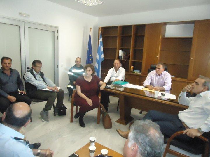 Γενικός Γραμματέας Πολιτικής Προστασίας κος Γ. Καπάκης με τον δήμαρχο Ιεράπετρας, την αντιπεριφερειάρχη Λασιθίου ....