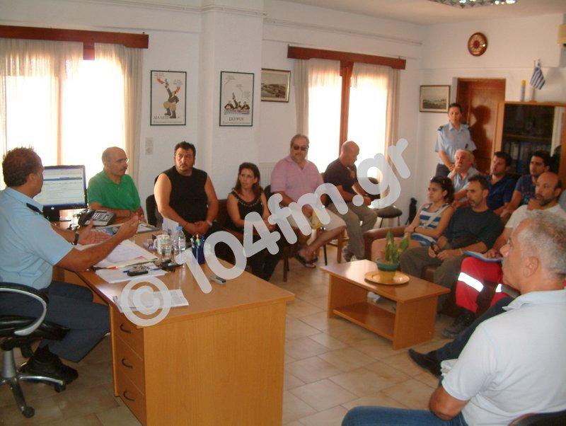 πολιτιστικοί φορείς του Δήμου Αγίου Νικολάου, με τον Α.Δ. και αστυνομικούς....