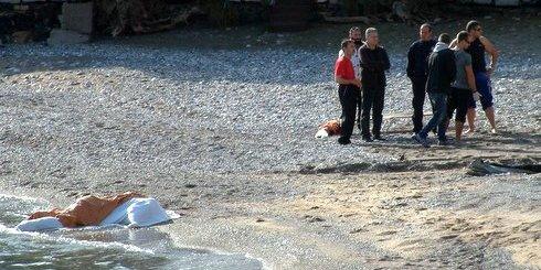 το πτώμα στη παραλία