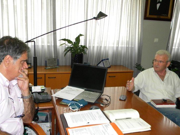 ο δήμαρχος Αγίου Νικολαου Αντώνης Ζερβός με τον βουλευτή Λασιθίου του Συ.Ριζ.Α. Μανώλη Θραψανιώτη