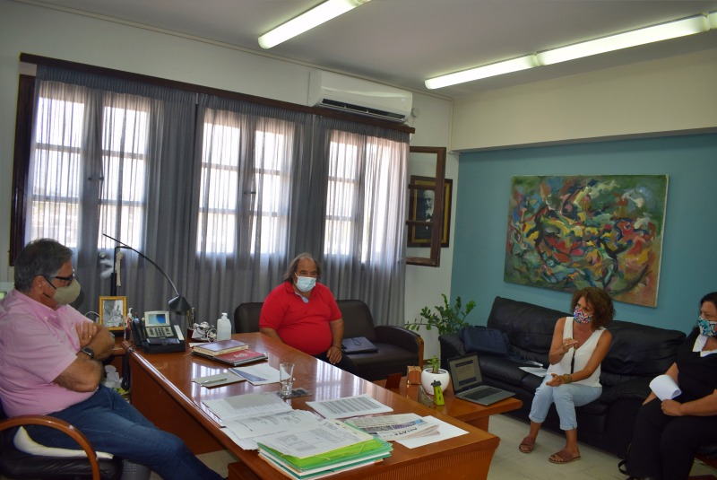 με τον Διευθυντή του Δημόσιου ΙΕΚ Αγίου Νικολάου