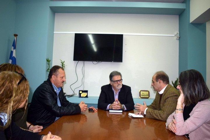 Πρόεδροι εργατικού κέντρου και ξενοδοχοϋπαλλήλων στον δήμαρχο