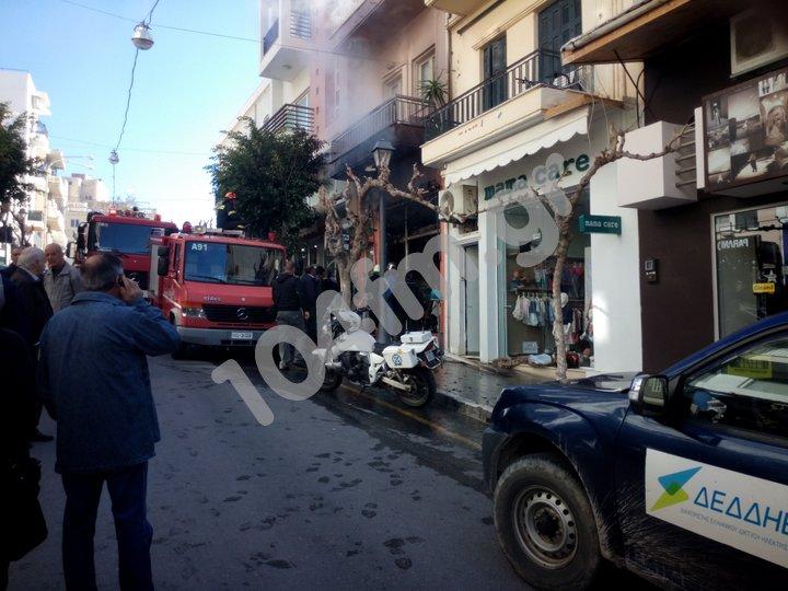 κατάστημα μαλιών καίγεται