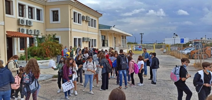 Οι μαθητές βγήκαν στους δρόμους για τα σχολειά τους