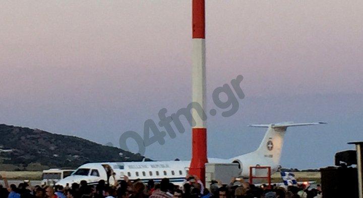 λίγο μετά τις 8 το βράδυ έφτασε το αεροσκάφος στο αεροδρόμιο Ελ. Βενιζέλος