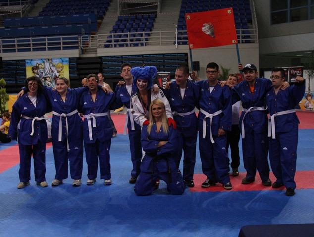 αναμνηστική φωτογραφία της ομάδας