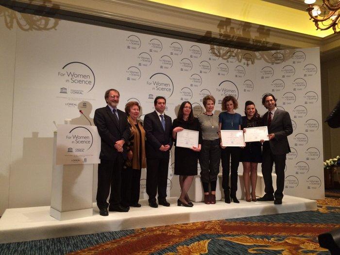 Στην Βάσω Παυλίδου, Επίκουρο Καθηγήτρια Αστροφυσικής του Πανεπιστημίου Κρήτης το Ελληνικό Βραβείο 2014 L'ORÉAL-UNESCO για τις Γυναίκες στην Επιστήμη στον κλάδο των Φυσικών Επιστημών