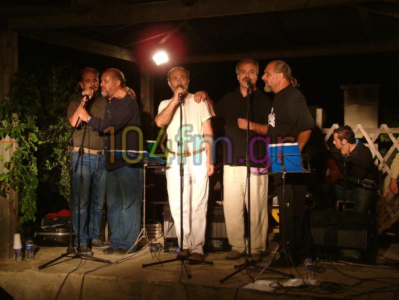 ο Παύλος Πρατσινάκης θα τραγουδάει πλέον από ψηλά