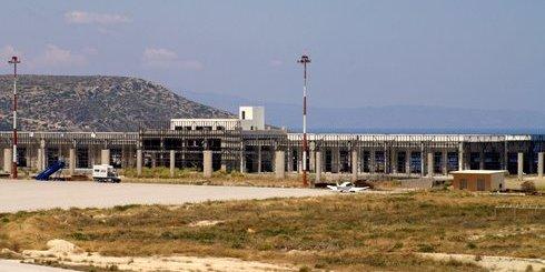προβλήματα δημιουργούνται στον τουρισμό της χώρας λόγω της υλοποίησης επαναλαμβανόμενων 24ωρων απεργιακών κινητοποιήσεων, που αποφάσισε και εξήγγειλε η Ένωση Ελεγκτών Εναέριας Κυκλοφορίας Ελλάδος