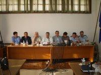 από αριστερά, Κορασίδης (ΟΠΕΚΕΠΕ), Ντόλιος (εισαγγελέας), Μαστοράκης (Δήμαρχος), Καρχιμάκης (υφυπουργός), Αναστασάκης (νομάρχης), Κουρής (ΥΠΑΑΤ), Γεωργόπουλος (αστ. Κρήτης), Παναγιωτάκης (Α.Δ. Λασιθίου)