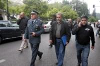 η αντιπροσωπεία των αγροτών με αστυνομική συνοδεία! κατευθύνεται προς το μέγαρο Μαξίμου