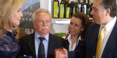 ο νομάρχης Λασιθίου Σήφης Αναστασάκης, με τη Μαριάννα Βαρδινογιάννη και το νομάρχη Ρεθύμνου