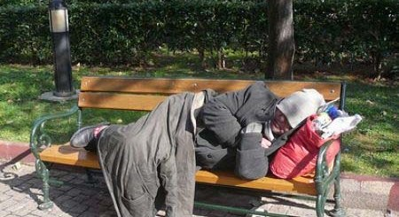 άνεργος άστεγος