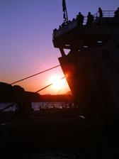 Ηλιοβασίλεμα στη Σαντορίνη, μόνο για τους επισκέπτες