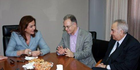 η Ντόρα Μπακογιάννη στο Δημαρχείο Αγίου Νικολάου, με τον Δήμαρχο Δ. Κουνενάκη και τον Δήμαρχο Χανίων Κ. Βιρβιδάκη