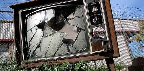 Τηλεοπτικές άδειες: όταν η τρίχα γίνεται τριχιά