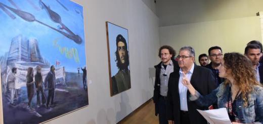 Ο Δημήτρης Κουτσούμπας στην έκθεση εικαστικών έργων στο Ηράκλειο