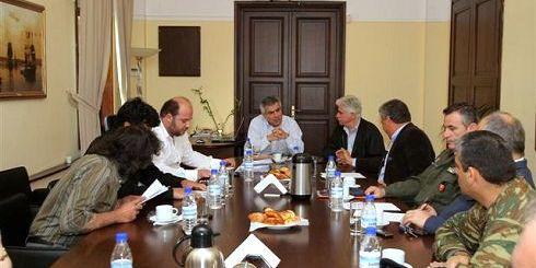 μια απο τις συναντήσεις, ο υφυπουργός Μιχάλης Καρχιμάκης, ο Περιφερειάρχης Θανάσης Καρούντζος και υπηρεσιακοί