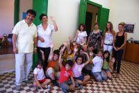 ο κ. Ανδριώτης, τα παιδιά και το προσωπικό του ΚΔΑΠ