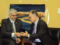 Ο πρέσβης της Βενεζουέλας με το Δήμαρχο Αγίου Νικολάου