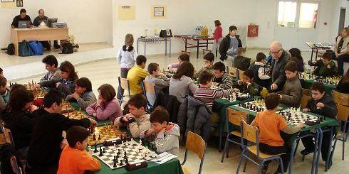 οι μικροί επίδοξοι πρωταθλητές στο σκάκι, επί το έργον