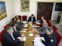από τη σύσκεψη για τα τροχαία, Νομάρχης, Αστυνομικός διευθυντής, πρόεδρος ΤΕΔΚ και υπηρεσιακοί παράγοντες