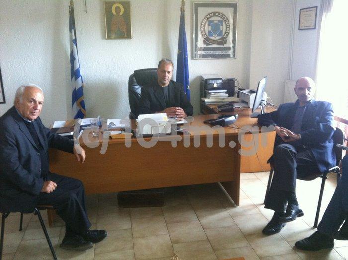 ο αστυνομικός διευθυντής Κ. Περράκης με τον αντιδήμαρχο Ν. Χαριτάκη