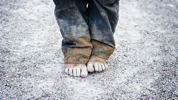 Πάνω από 230.000 παιδιά στερούνται βασικά βιοποριστικά αγαθά