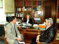ο Μανώλης Βεληβασάκης (αριστερά), με τη Νομάρχη Ηρακλείου