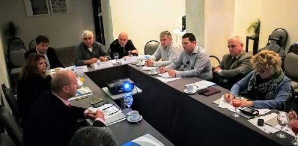 οι γουρούνες στην Επιτροπή Τουριστικής Ανάπτυξης της ΚΕΔΕ