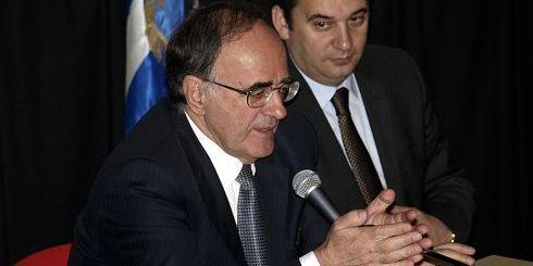 Γιώργος Σούρλας και Γιάννης Πλακιωτάκης κατά τη παρουσίαση του βιβλίου
