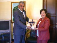 Ο Γ.Γ. με την πρέσβειρα της Χιλής