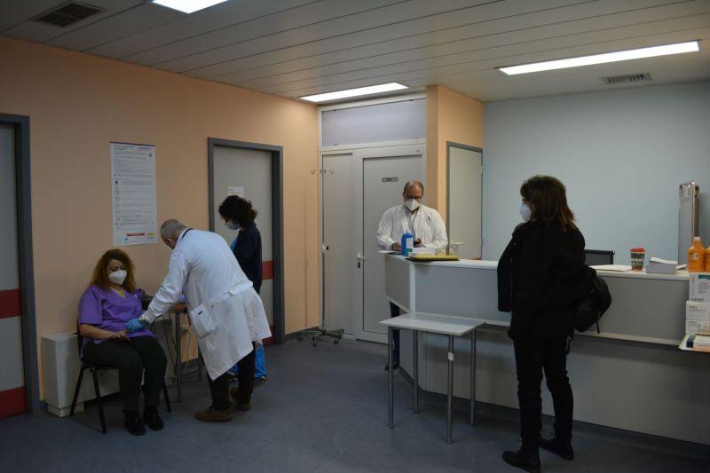 Ξεκίνησαν οι εμβολιασμοί κατά του κορωνοϊού στη Κρήτη