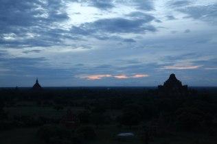 Lever du soleil à Bagan