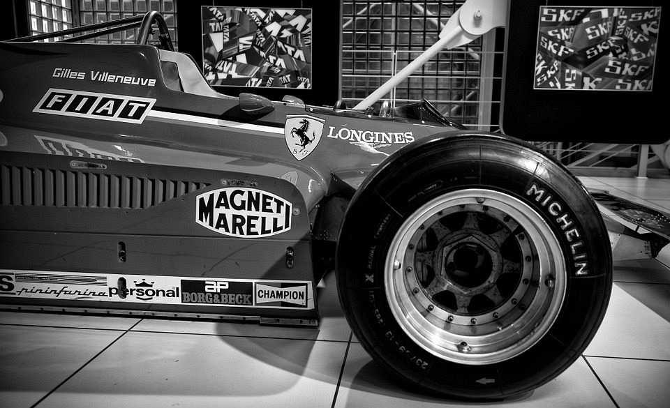Siyah-Beyaz Ferrari